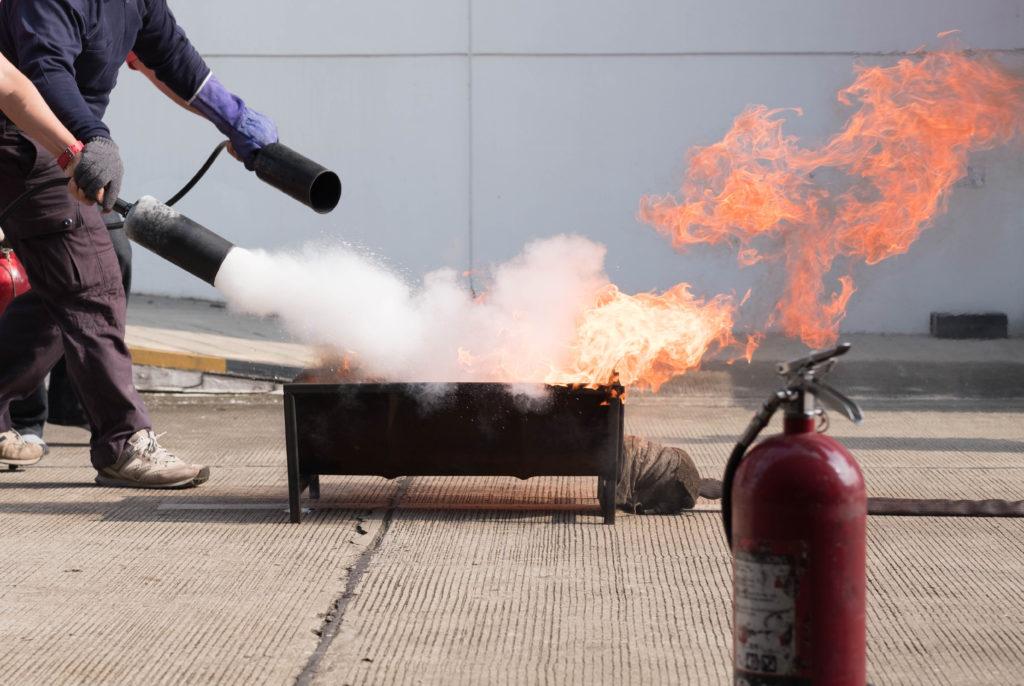 Brandschutztraining Feuerlöschübung Arbeitssicherheit